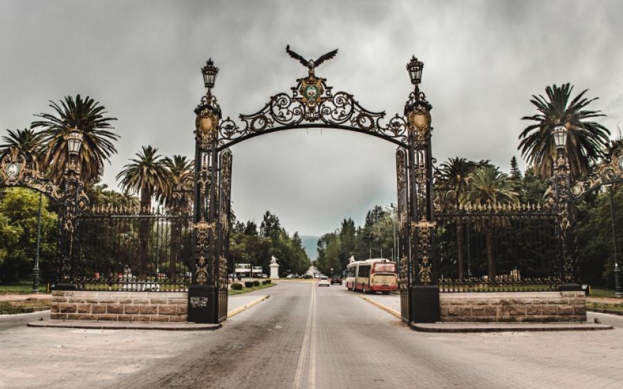Mendoza parque gates wine tours around Mendoza