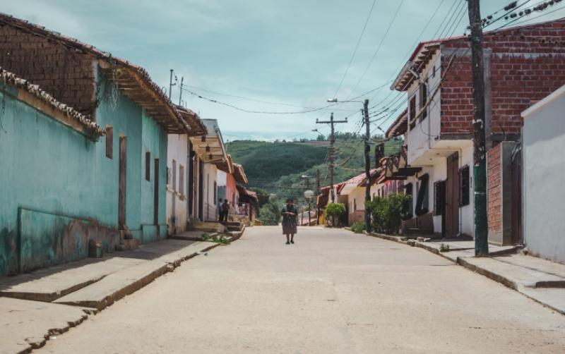 Old Bolivian lady in Samaipata, Bolivia town   how to get to samaipata from sucre or santa cruz