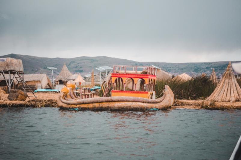 Puno peru bolivia lake titicaca titikaka uros floating lake islands straw reeds boat