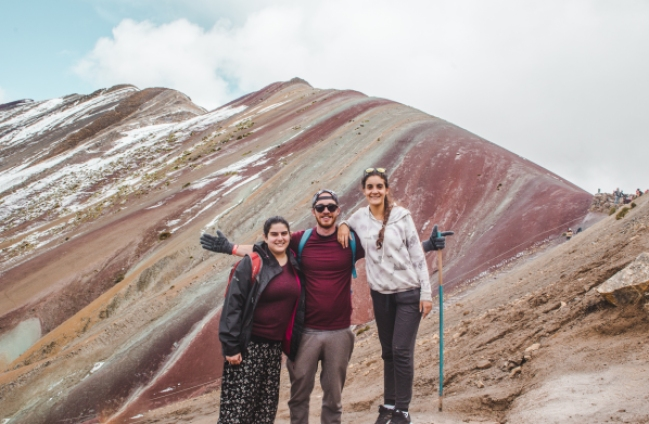 rainbow mountain montana de siete colores peru cusco valley red typical peruvian rural peru south america steep how long far distance hike trail trek walking difficulty steepness muddy horses