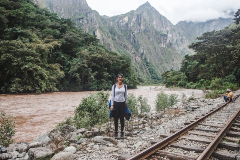 hidroelectrica to aguas calientes machu picchu trek trail hike walk along rail train tracks in peru cheapest way to get to machu picchu